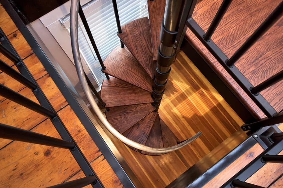 Classic steel with wood Spiral Staircase aluminum handrail
