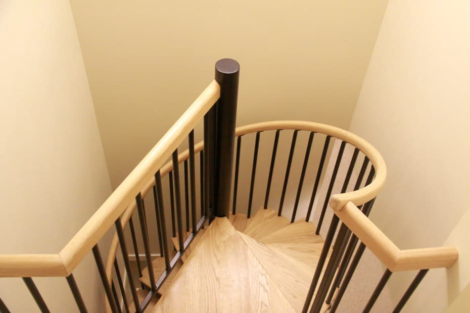 Classic steel with wood Spiral Staircase 360 degree rotation