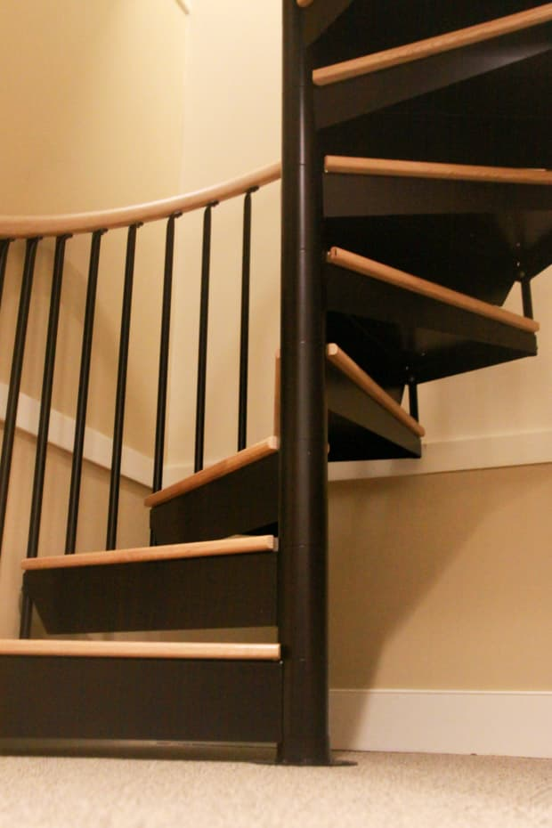 Classic steel with wood Spiral Staircase continuous sleeves
