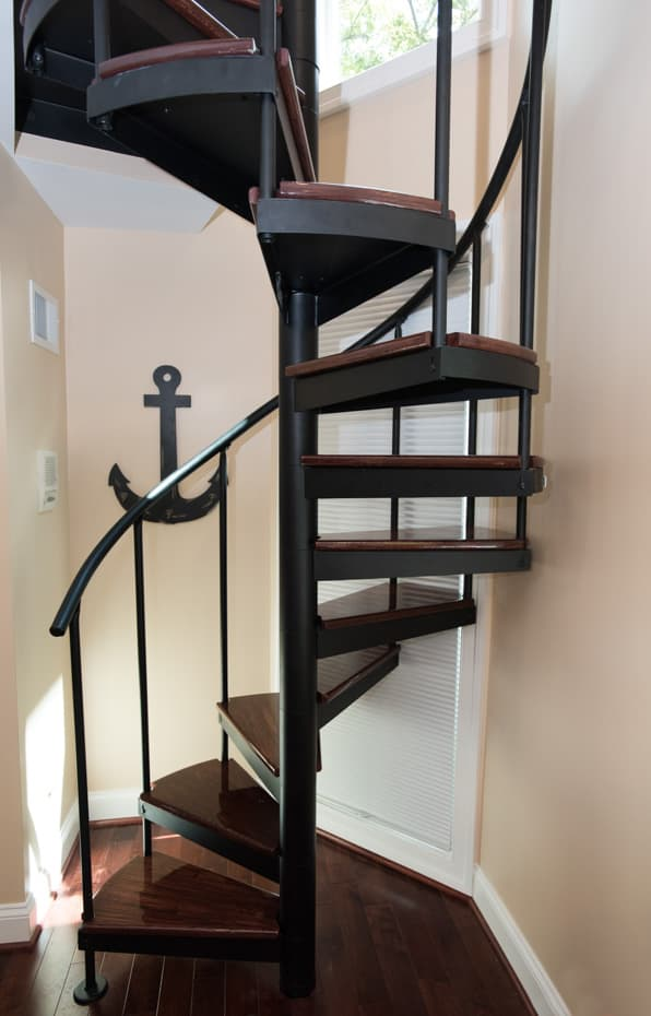Classic steel with wood Spiral Staircase strong tread to tread connection