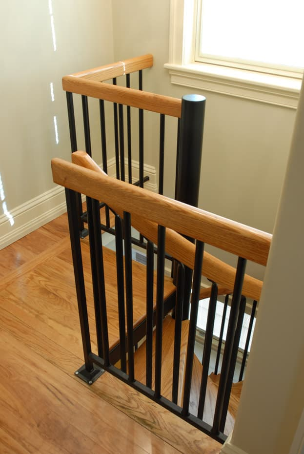 Classic steel with wood Spiral Staircase square platform rail