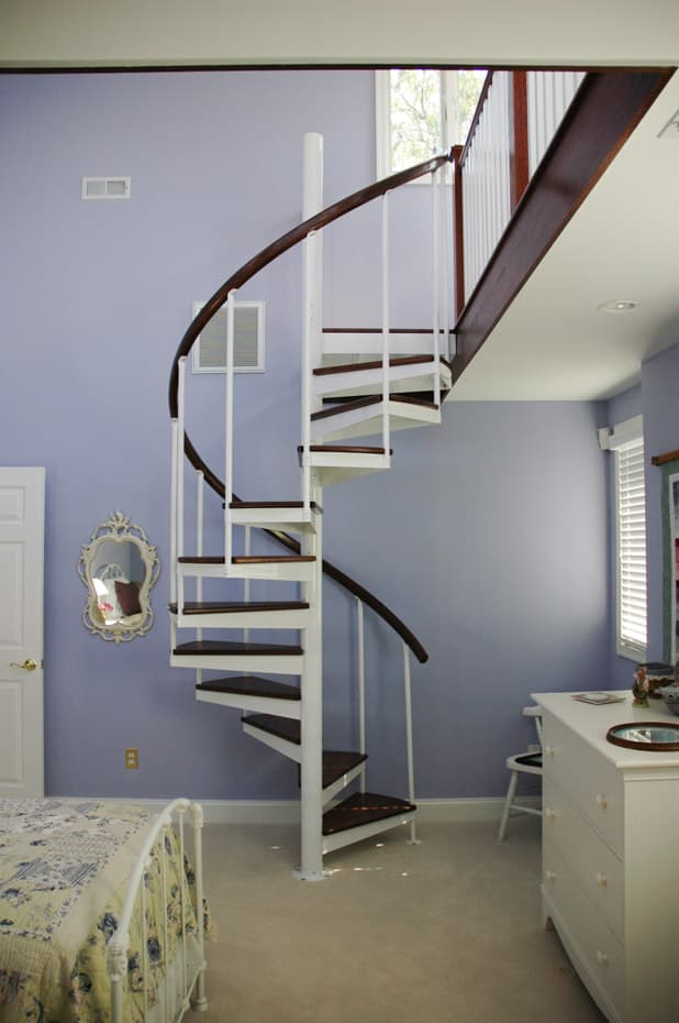 Classic steel with wood Spiral Staircase minimalist