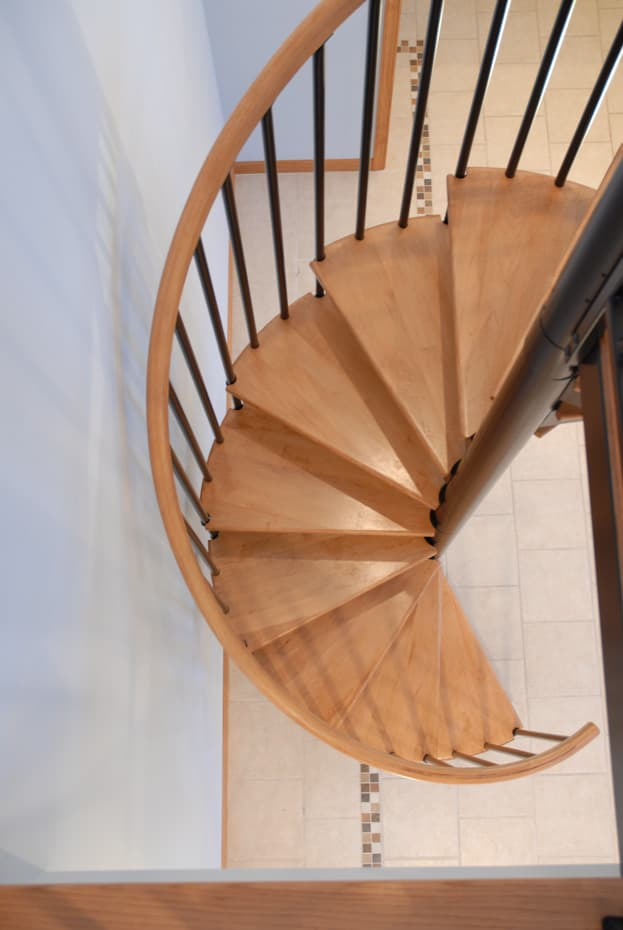 Classic steel with wood Spiral Staircase winding profile