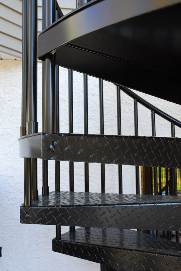 Aluminum Deck Spiral Staircase Baluster to Tread Connection