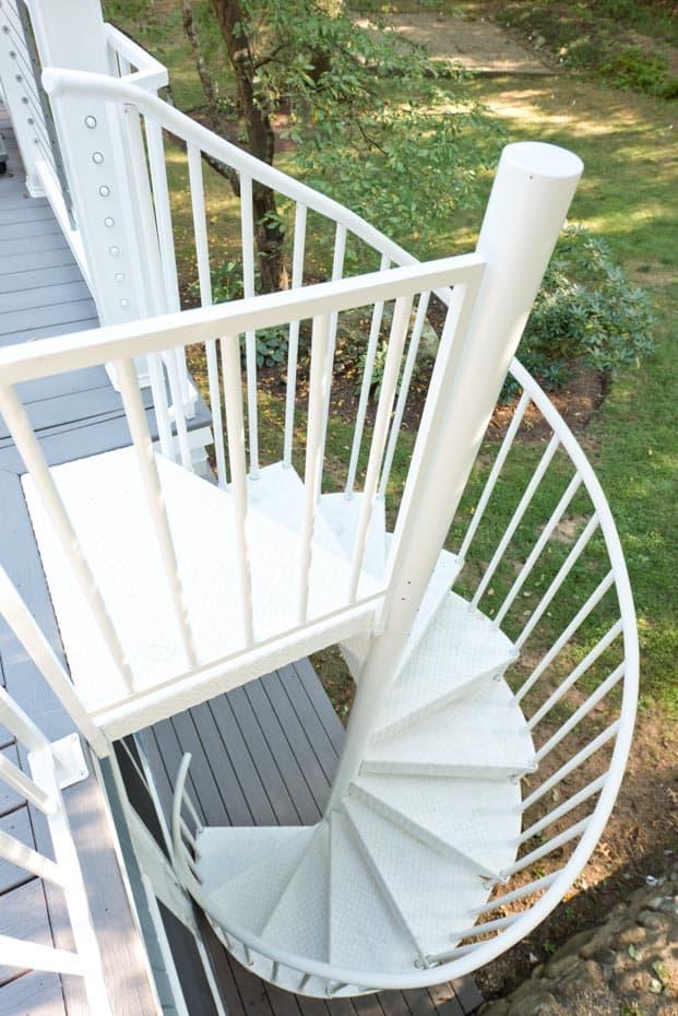 Aluminum Deck Spiral Staircase Center Column