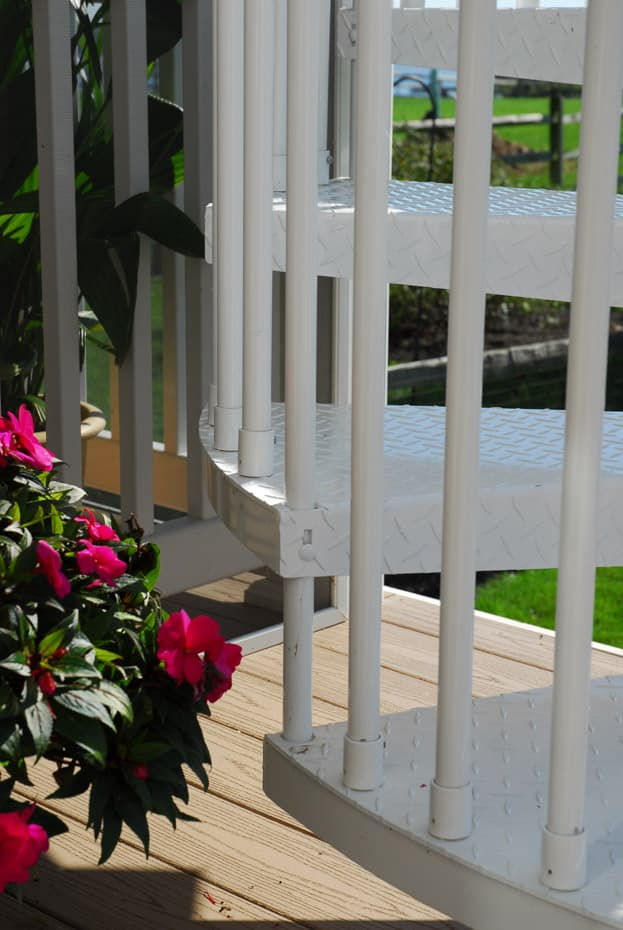 Aluminum Deck Spiral Staircase Baluster Connection