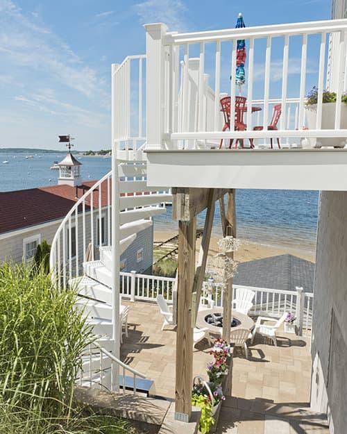 white-post-balcony-railing
