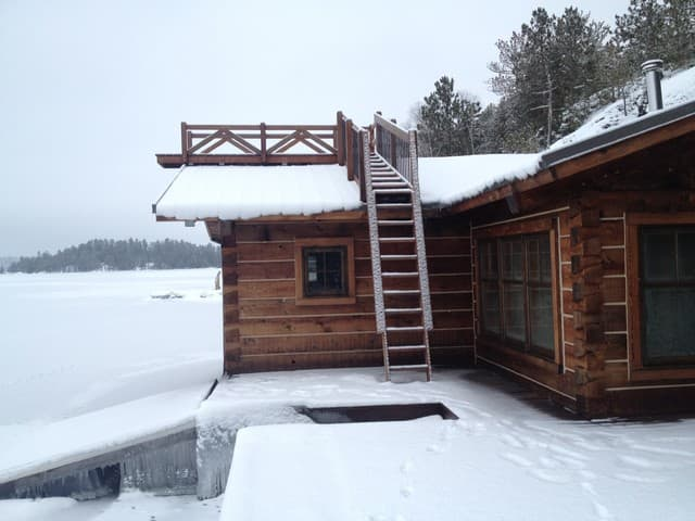 winter-boat-house