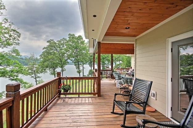 traditional wood deck railing
