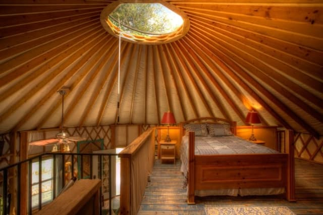 yurt-bedroom-loft