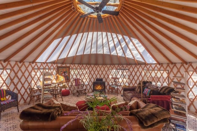 bright-yurt-siting-room