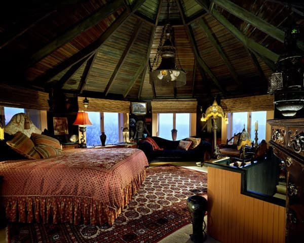 luxury-yurt-bedroom