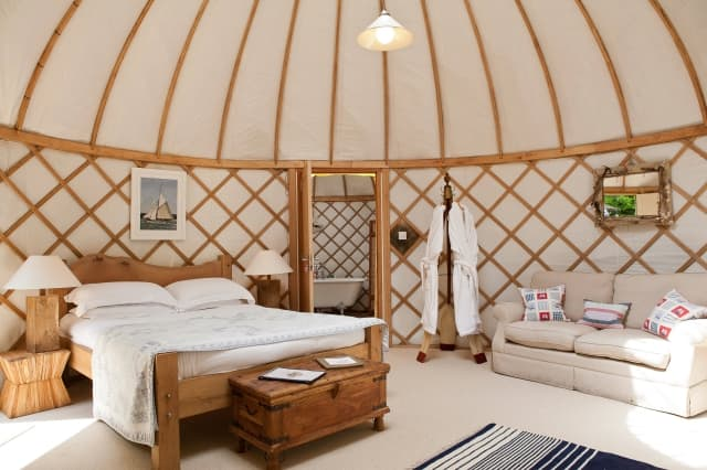 resort-luxury-yurt